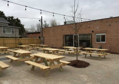 Pollyanna-Roselare-brewing-company-outdoor-bar-area