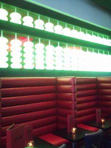 Wok-n-fire-BurrRidge-restaurant-wall-seating