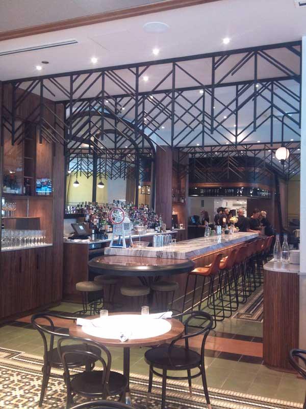 cochon-volant-restaurant-bar-area-2