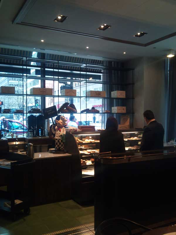 cochon-volant-restaurant-desert-area-2