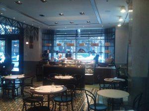 cochon-volant-restaurant-desert-area