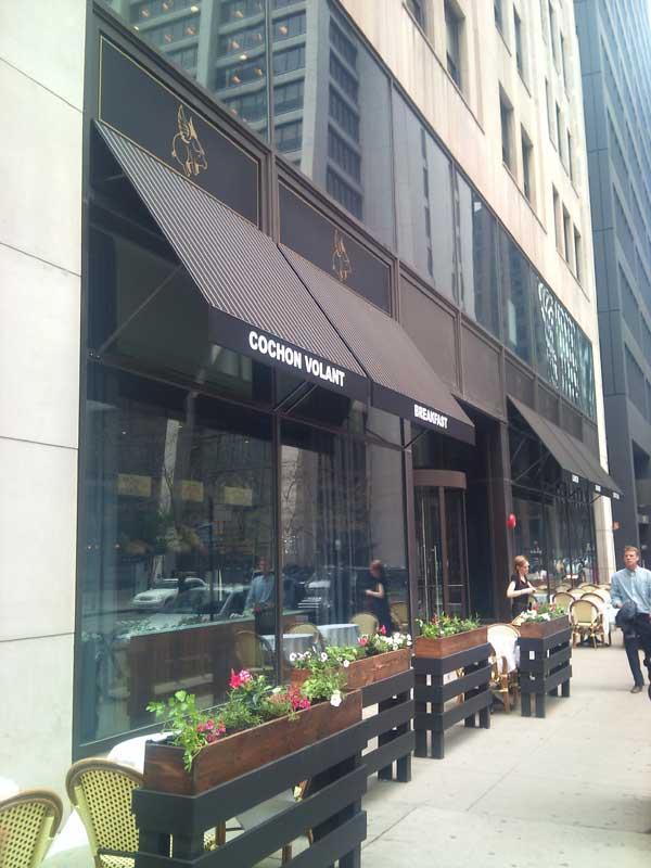 cochon-volant-restaurant-patio